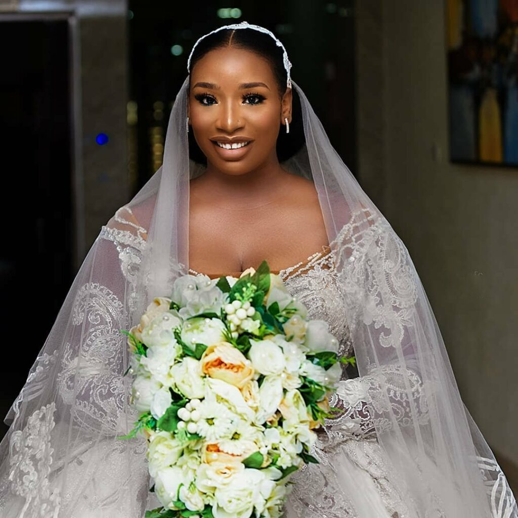Oby Como - LadyBeellionaire Fashion Nigeria - Stories